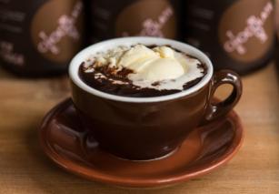 Горячий шоколад с ореховым ликером и ромом