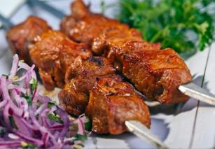 Шашлыки из маринованной говядины по‑азиатски